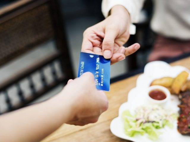 수입이 없지만 신용카드를 만들 수 있을까요?